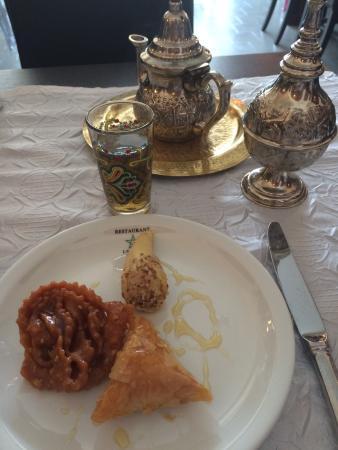 Le Riad : Patisseries marocaines et thé à la menthe.