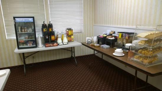 BEST WESTERN Camarillo Inn: Simple breakfast spread