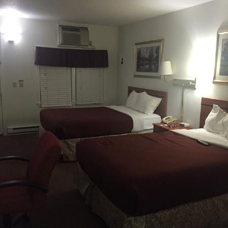 University Lodge in Amherst : Typical room.
