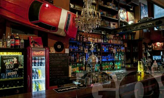 Bar tem tico los 80 39 s coctel bar no lo pienses te for Decoracion bares tematicos
