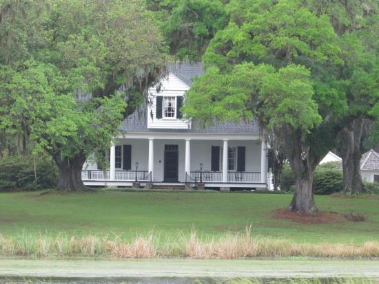 Plantation River Tours: nice plantation view