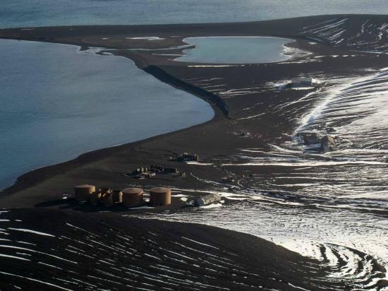 Antarctic Peninsula: Bird's eye view of the island