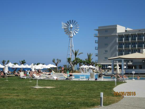 Pernera Beach Hotel: Swimming pool