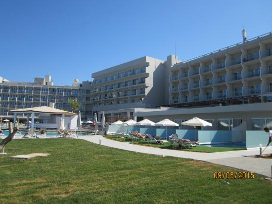 Pernera Beach Hotel: Suites with private pools