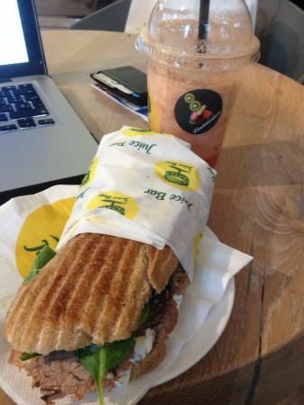 Rauch Juice Bar: Sandwich + Zumo