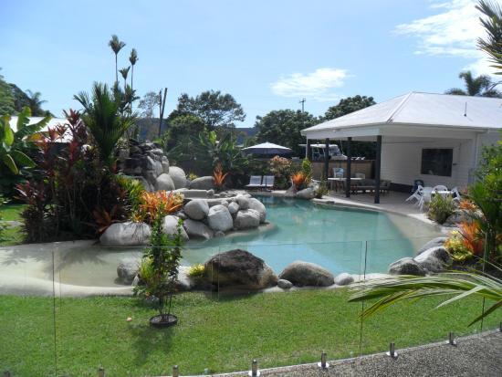 Mossman Motel Holiday Villas: Pool & reception