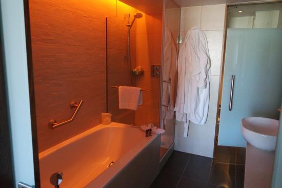 Changeable Mood Lighting In The Bathroom Set On Orange For This Photo Sheraton Grand Hotel Spa Edinburgh Tripadvisor