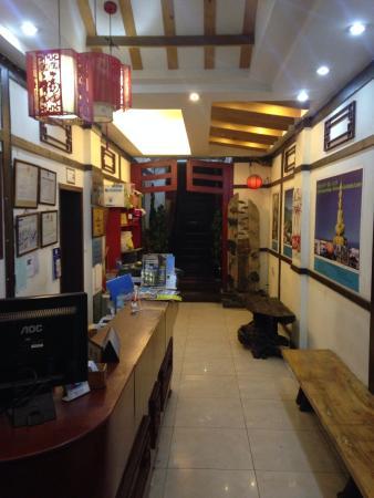 Zhengfu Caotang Dexin Inn : 正福草堂徳馨客桟フロント