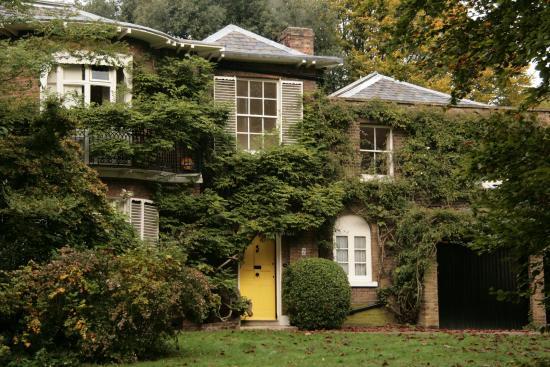 Hampstead Heath : x