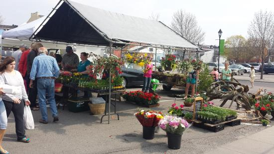 Cobourg, Canadá: Fresh vegetables and flowers....