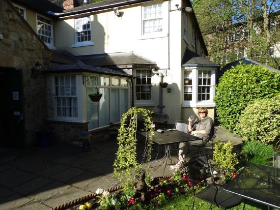 Kingslodge Hotel: The garden