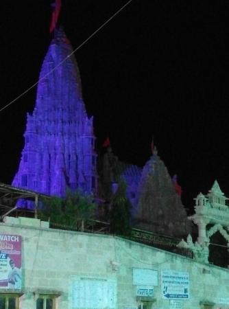 Hotel Nand Nandan: Dwarkadhish temple