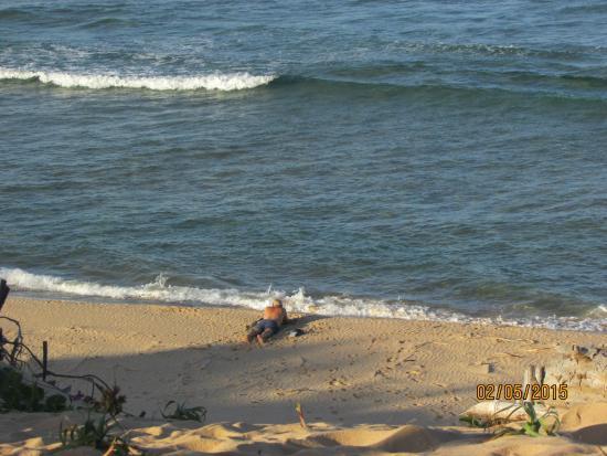 Mango Beach Lodge: beach at high tide