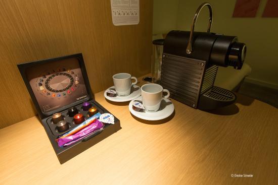 Novotel Hamburg City Alster: Maquina de Nespresso, faz toda diferença :)! Suíte Jr.