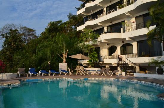 Hotel Yatzil: Instalaciones de alberca junto a habitaciones