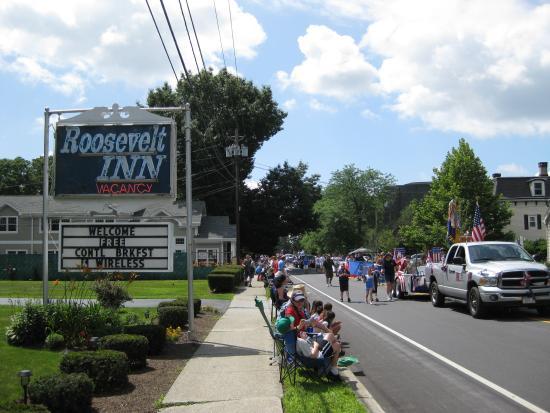Roosevelt Inn: 4th July Parade