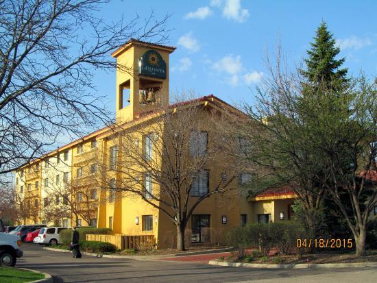 Days Inn & Suites Arlington Heights: Exterior grounds