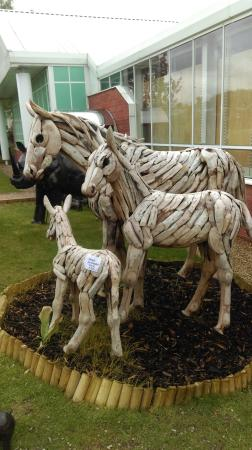 The Valley: Beautiful hand crafted Horses