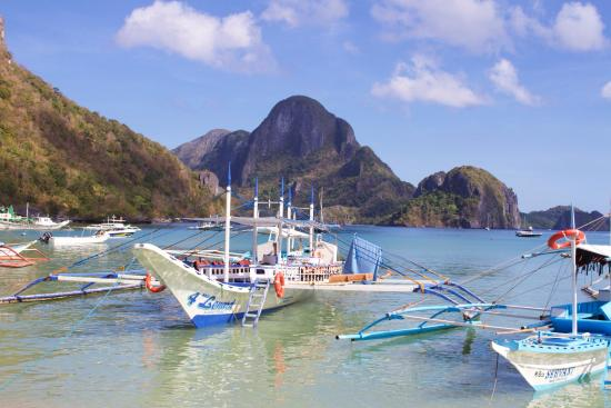 Trekking Hero Adventure - Day Tours: The view from the beach at El Nido