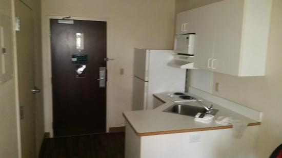 Extended Stay America - Fayetteville - Springdale: Small Kitchen area
