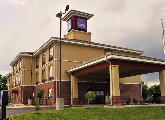 Sleep Inn & Suites Dyersburg: Hotel Exterior