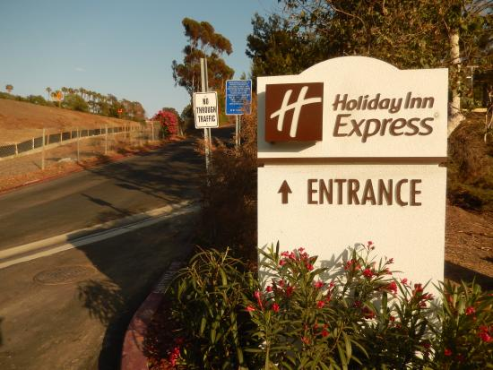 Holiday Inn Express San Clemente North : Look for this sign at the bottom of the steep hill