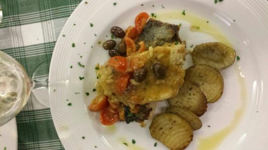 Pian del Sole: Una parte del menù pesciolino. Il pesce cotto bene e compatto. Saporito. Buono