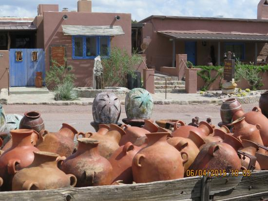 Poston House Inn: Shop for pots, dishes, and gifts across from the Inn