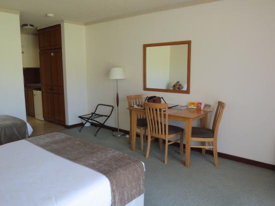 Comfort Inn Admiral: Queen bedded ground floor room.