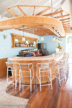 Tropical Lagoon Resort: The Bar
