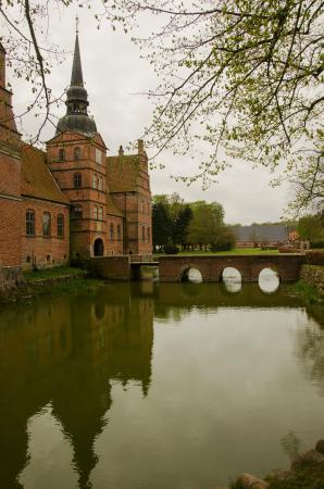 Rosenholm Slot: Moat