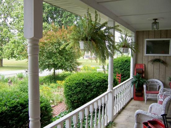 Olde Buffalo Inn B&B : Front Porch