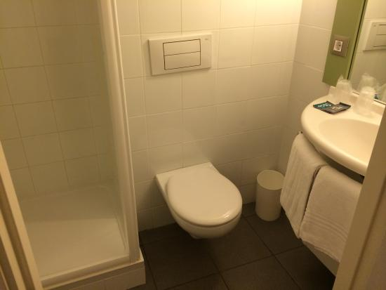 Ibis Girona Costa Brava: Bathroom