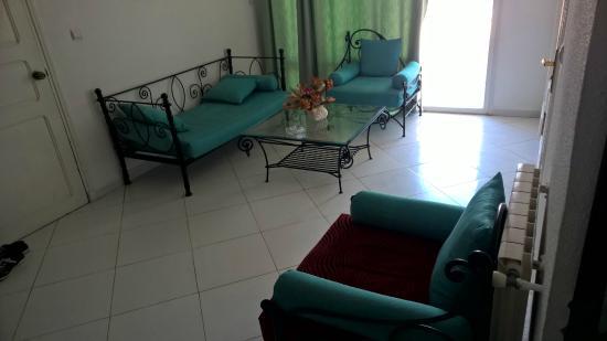 Chenoua Hotel : mini salon, sale (avec des tâche)