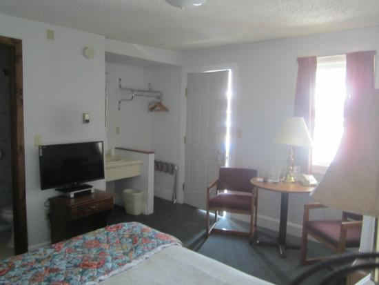 Big Horn Motel : Single queen room view