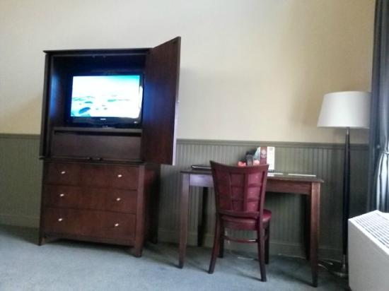 Longfellows Hotel, Restaurant, and Conference Center: TV Armoire and desk.