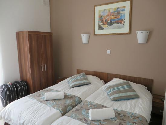 Sunstone Guest House : Room