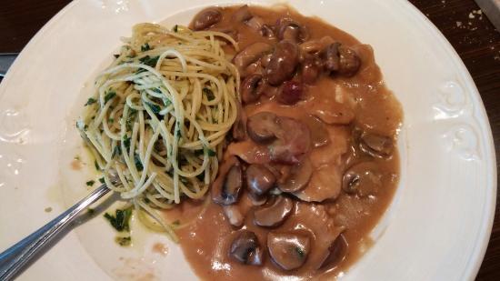 Scarolie's Pasta Emporium: Veal, little too sweat