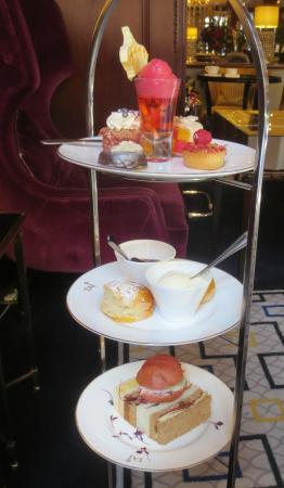 Hamptons Bar: Afternoon Tea Serving