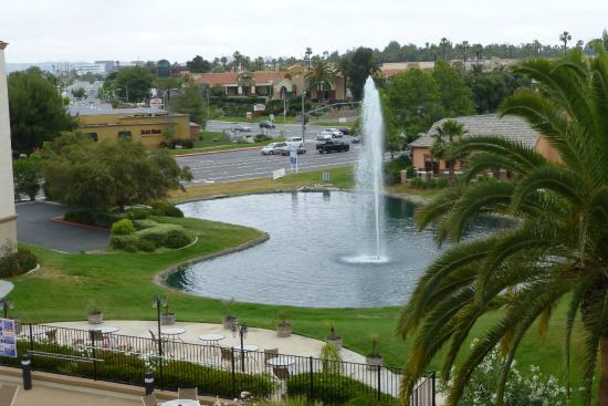 Embassy Suites by Hilton Temecula Valley Wine Country: View of pond from our room, just beyond hotel pool.