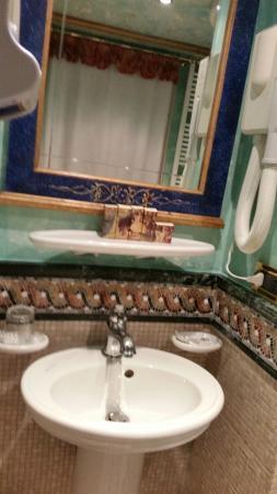 Hotel Santo Stefano: Bathroom