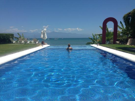 Villa Amor del Mar: Infinity pool with a view of the ocean and mountains