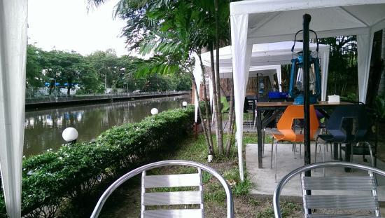 Chom - Na Bar&Terrace
