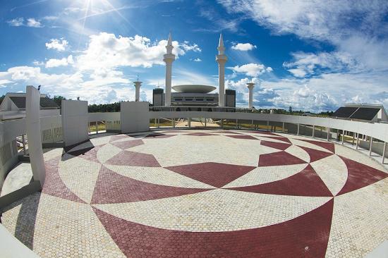 Islamic Center Tanjung Tabalong yang megah ini dibangun oleh Adaro Group