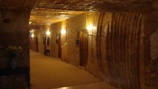 The Lookout Cave Underground Motel: Passageway