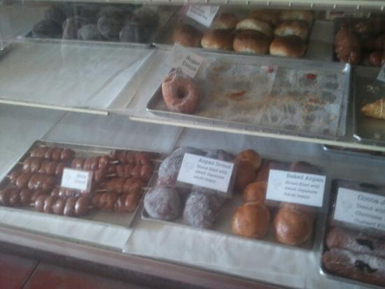 T Komoda Store & Bakery Incorporated: Must go early or you will miss out.