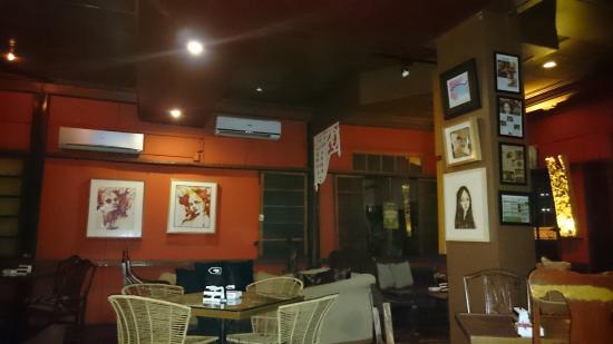 77 Bar and Restaurant: upstairs