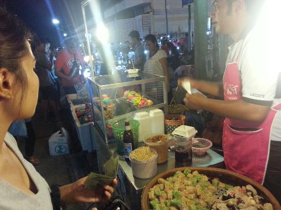 Ubon Ratchathani, Thailandia: Rachabut Night Market