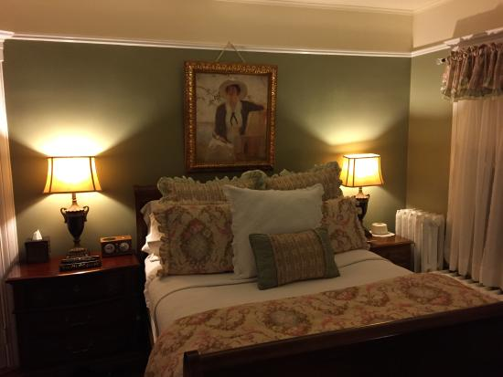 Pine Bush House Bed & Breakfast: Zinfindale room