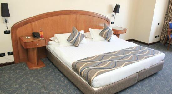 Cherry Maryski Hotel: nice bed ^_^